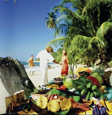 La cuisine costaricaine traditionnelle est préparée à partir d'ingrédients organiques frais. Cela illustre la tradition de « la ferme à la table » qui a été pratiquée avant que le concept ne devienne à la mode en Amérique du Nord.
