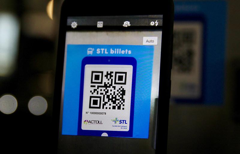 Cet été, la Société de transport de Laval expérimente, avec ses employés, un nouveau mode de paiement sur téléphone intelligent. (Groupe CNW/Société de transport de Laval)