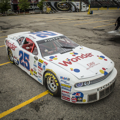 Larry Jackson's Wonder Bread car will be at the NASCAR Pinty's Series for fans of hot, nasty speed (CNW Group/Weston Bakeries Limited)