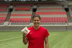 La célèbre joueuse de soccer Christine Sinclair fait équipe avec A&W Canada et la Société canadienne de la SP à l'occasion du Rendez-vous A&W pour stopper la SP, événement de collecte de fonds national. (Groupe CNW/Services alimentaires A&W du Canada Inc.)