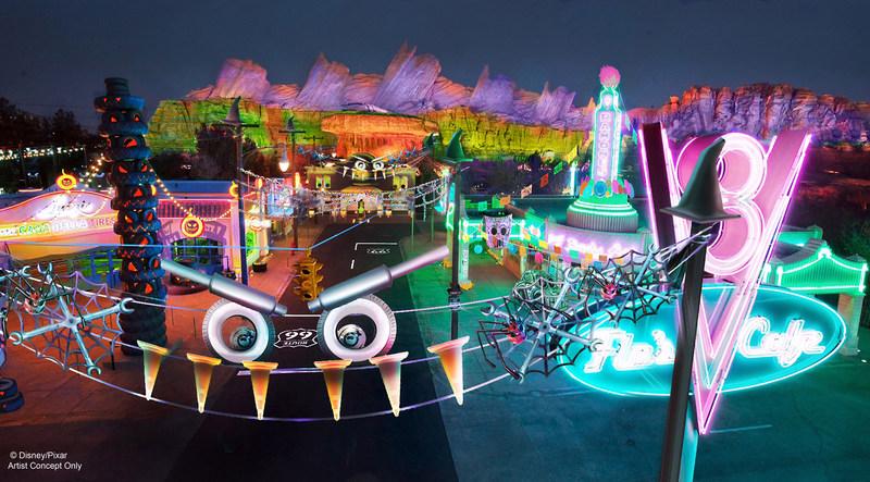 """ÉPOCA DE HALLOWEEN EN EL DISNEYLAND RESORT (ANAHEIM, California) – Los invitados entrarán en el espíritu de Haul-O-Ween en Cars Land en el Parque de Aventuras de California de Disney (Disney California Adventure Park). Rayo McQueen, Mater, Cruz, Red y DJ, residentes de Radiator Springs, estarán todos disfrazados para ir """"trunk-or-treating"""". Las atracciones también se transforman, y Mater's Junkyard Jamboree se convertirá en el tenebroso Graveyard JamBOOree, mientras que Luigi's Rollickin' Roadsters tendrá un giro de temporada para convertirse en Luigi's Honkin' Haul-O-Ween. Época de Halloween en el Disneyland Resort. (PRNewsfoto/Disneyland Resort)"""