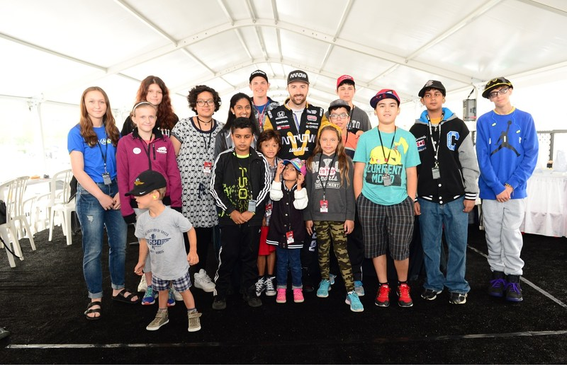 Canadian IndyCar driver James Hinchcliffe visits with children from Make-A-Wish® Canada during Fan Friday at the Honda Indy Toronto.  Nearly $90,000 was raised throughout the race weekend to help grant wishes for children with life-threatening medical conditions. (CNW Group/Honda Canada Inc.)