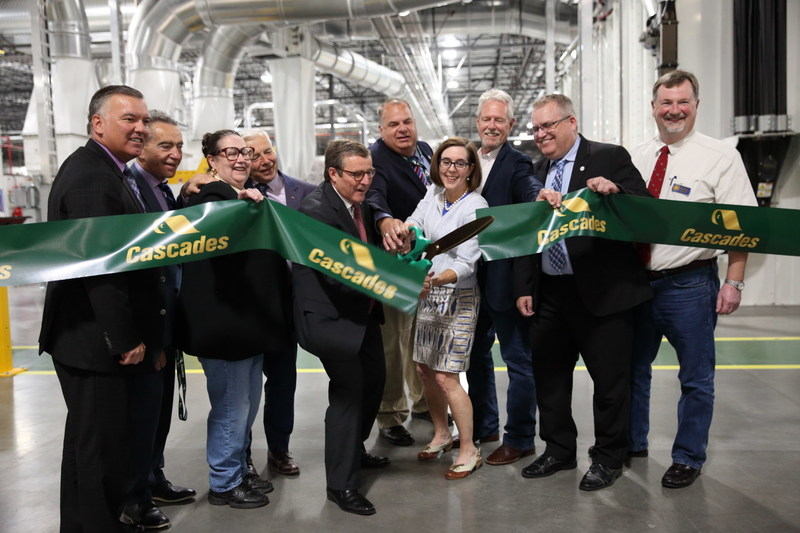 Cascades inaugurated today its new tissue converting plant in Oregon. (CNW Group/Cascades Inc.)