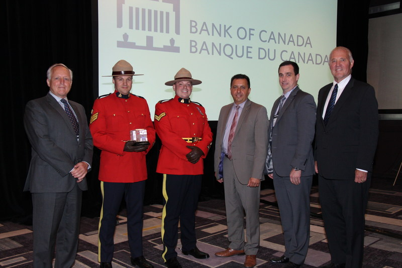 From left to right: Richard Wall, Managing Director of Currency Department, Sgt. Marco Roy and Cpl. Vincent Roy, officers, RCMP-C Division, Mario Harel, President, Canadian Association of Chiefs of Police, Gilles Michaud, Deputy Commissioner, Federal Policing, RCMP, and Bill Blair, Parliamentary Secretary to the Minister of Justice and Attorney General of Canada. (CNW Group/Bank of Canada)