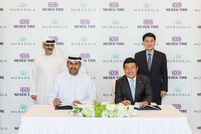 Da esquerda para a direita: Waleed Al Mokarrab Al Muhairi (vice-CEO do grupo e CEO da Mubadala Investment Company), Khaldoon Al Mubarak (CEO do grupo e diretor-administrativo da Mubadala Investment Company), Travis Kang (CEO da Nexen Tire), Frank Chung (vice-presidente da Nexen Tire) (PRNewsfoto/Nexen Tire)