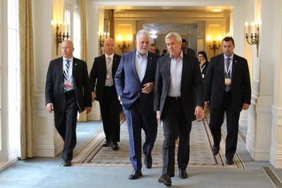 Edmonton, le 19 juillet 2017. – Le premier ministre du Québec, Philippe Couillard, s'est entretenu avec le premier ministre de Terre-Neuve-et-Labrador, Dwight Ball. (Groupe CNW/Cabinet du premier ministre)