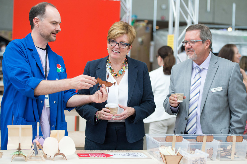 While Ontario Science Centre CEO Maurice Bitran looks on, Andy Forest shows Minister of Tourism, Culture and Sport Eleanor McMahon a laser cut critter, just one of the many hands-on experiences available to visitors in Inventorium. A dynamic, curiosity-driven space, Inventorium runs daily until January 8, 2018 at the Science Centre. (CNW Group/Ontario Science Centre)