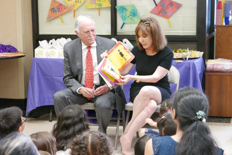 Jackie and Mike Bezos read to children and families at NYU Langone Hospital – Brooklyn