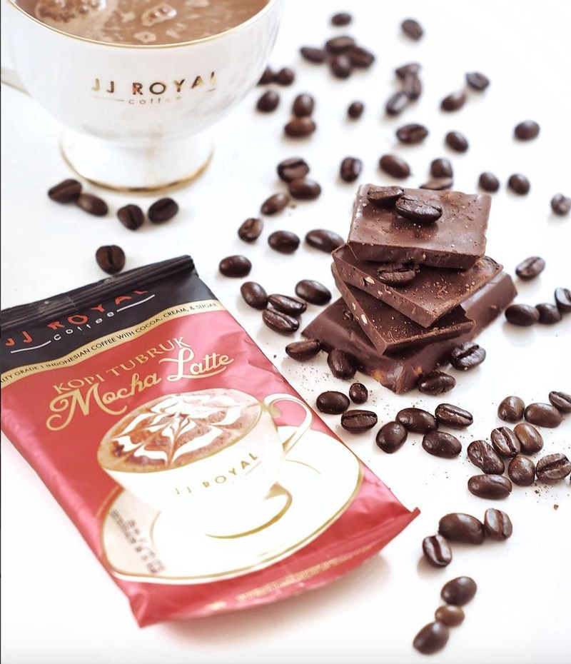 When you mix rich and creamy dark chocolate with specialty grade 1 coffee, you get JJ ROYAL COFFEE's Mocha Latte. Perfect for all chocolate and coffee lovers.