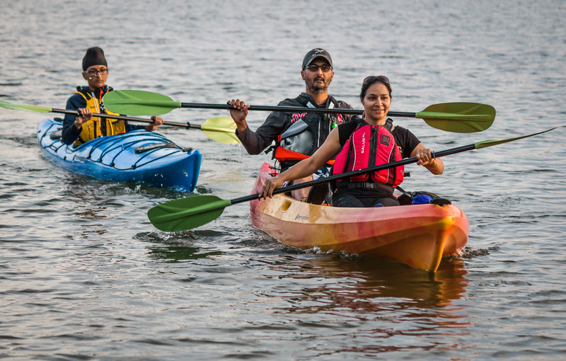 A family demonstrates how to enjoy a safe day on the water in one of a series of multi-language boating safety videos available at www.STARTboating.ca. (CNW Group/Lifesaving Society)