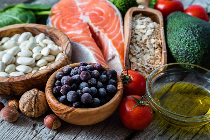Fruits, vegetables, legumes, fish and olive oil are food choices associated with good vascular health.