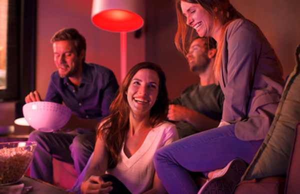 """""""My team is playing tonight. Ok, Google, set the living room lights to red"""" (CNW Group/Philips Lighting)"""