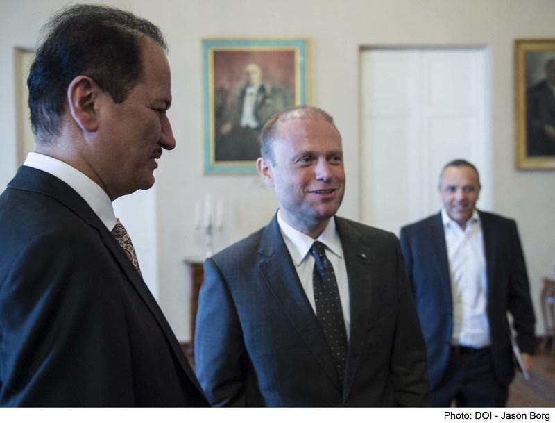 (Left) DAMAC Chairman Hussain Sajwani meets with Malta PM Joseph Muscat (Center) Photo credit to Jason Borg (PRNewsfoto/DAMAC Properties)
