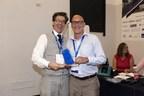 Paul Wittes de Morneau Shepell (à droite) reçoit le prix « Innovation de l''année » des mains d''Igor Moll, président de l''EAEF (Groupe CNW/Morneau Shepell Inc.)