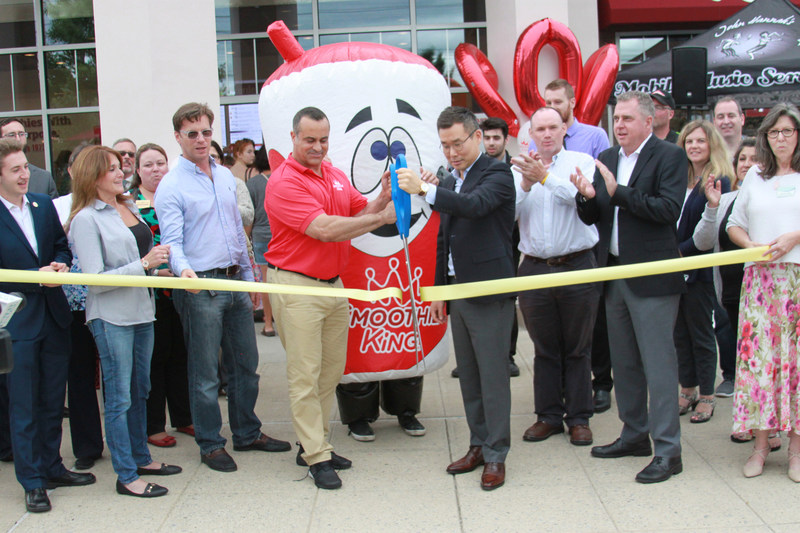 Smoothie King celebrates its 900th opening.