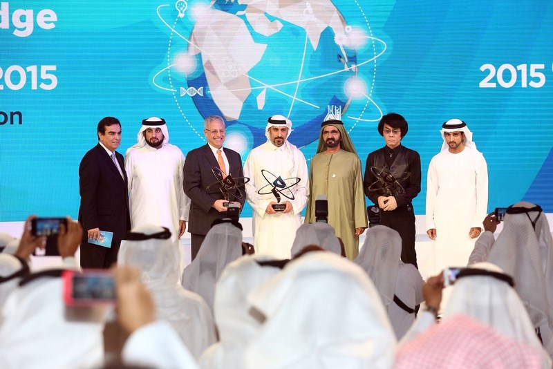 HH Sheikh Mohammed bin Rashid Al Maktoum in a group photo with the winners of the Knowledge Award 2015 (PRNewsfoto/MBRF)