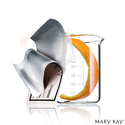 Power up your skin care with NEW TimeWise® Vitamin C Activating Squares™ from Mary Kay®. A beauty breakthrough, each tiny square transforms into pure vitamin C when activated, adding a serious boost to your favourite serum. (CNW Group/Mary Kay Cosmetics Ltd.)