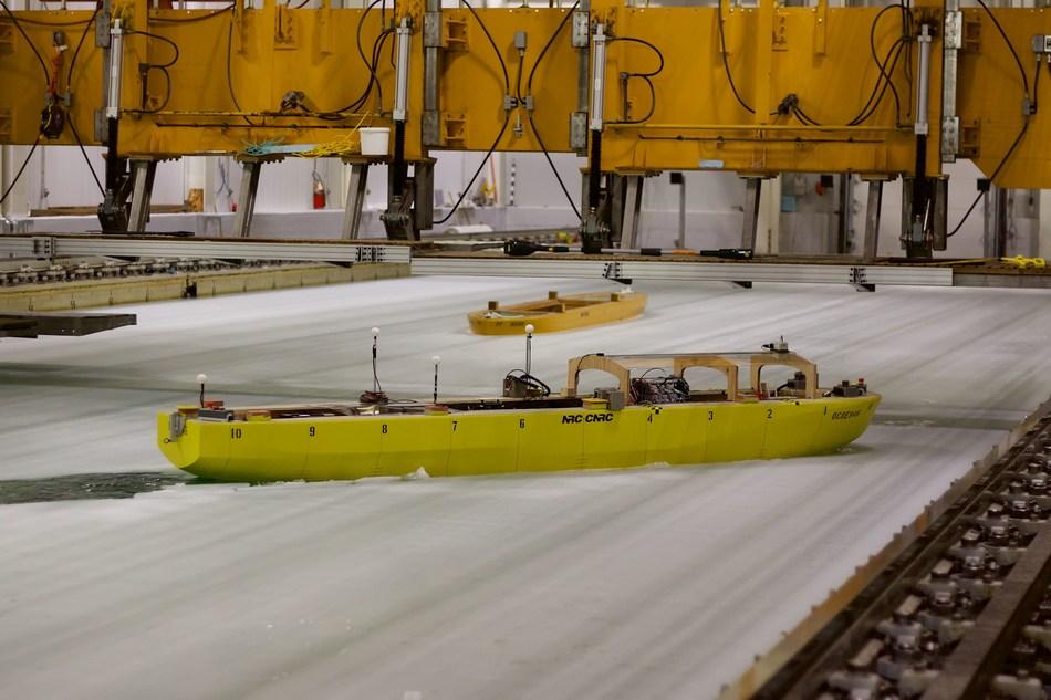 Démonstration de déglaçage par brise-glace au Conseil national de recherches du Canada, St. John's, Terre-Neuve-et-Labrador (Groupe CNW/Conseil national de recherches Canada)