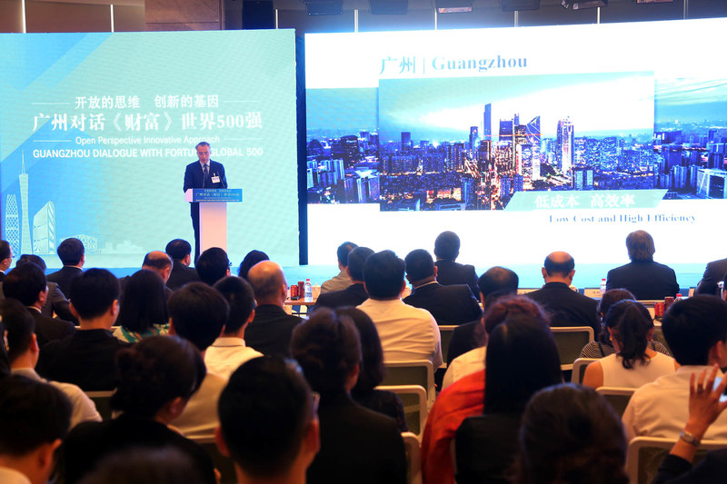 Cai Chaolin, Standing member of CPC Guangzhou Committee and Deputy Director of 2017 Fortune Global Forum Organizing Committee, is giving a speech at the roadshow