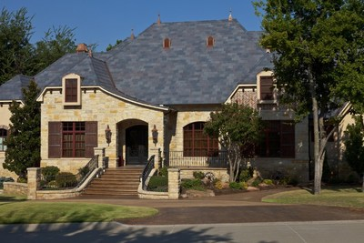 The colorful DaVinci Roofscapes composite slate roof on this home adds to its overall curb appeal.