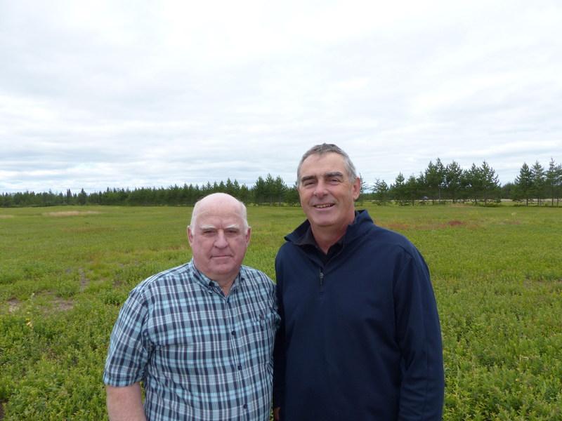 Ghislain St-Pierre, président du Syndicat des producteurs de bleuets du Québec, et Marcel Groleau, président général de l'Union des producteurs agricoles. (Groupe CNW/Syndicat des producteurs de bleuets du Québec (S.P.B.Q.))