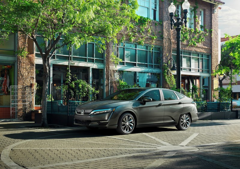 The 2017 Honda Clarity Electric begins arriving at California and Oregon dealerships today.