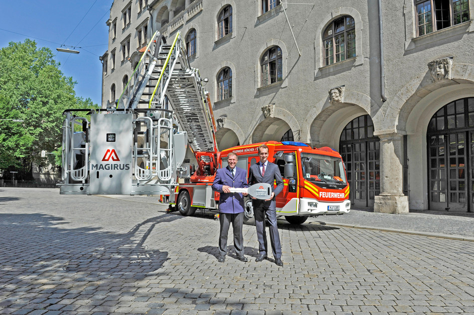 Symbolic key handover infront of a new vehicle: (from left to right) Wolfgang Schäuble, Head of municipal fire brigade Munich and Marc Diening, CEO Magirus (Copyright: Magirus) (PRNewsfoto/Magirus)