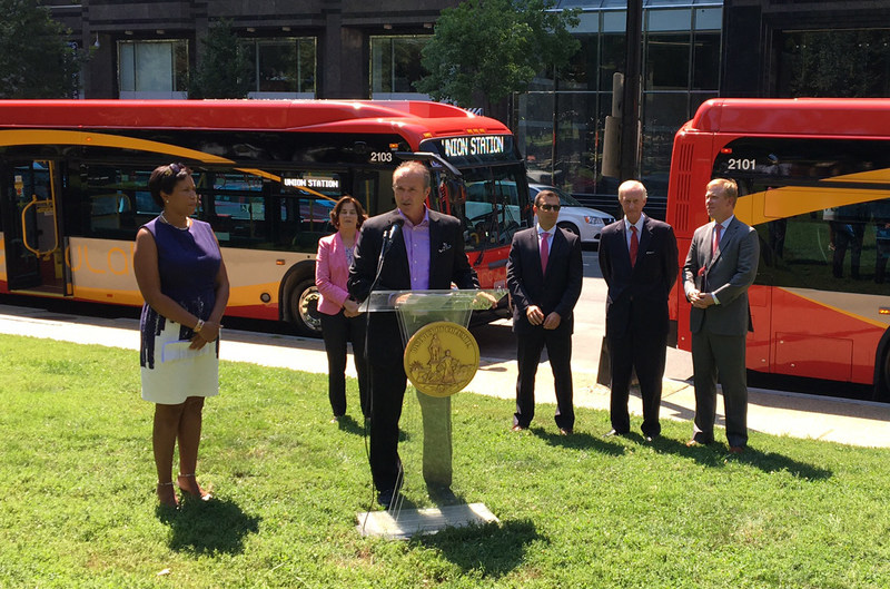 Left to right: Mayor Muriel Bowser, DC Councilmember Mary Cheh, Paul Smith, Executive Vice President of Sales & Marketing, New Flyer of America, DDOT Deputy Director Jeff Marootian, DC Councilmember and WMATA Chair Jack Evans, DDOT Director Leif Dormsjo (CNW Group/New Flyer Industries Inc.)