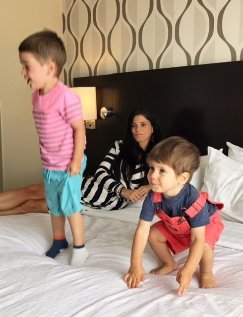 Angie Campanelli and her kids enjoy a family-friendly room and amenities at the Holiday Inn Toronto International Airport Hotel (CNW Group/Holiday Inn)