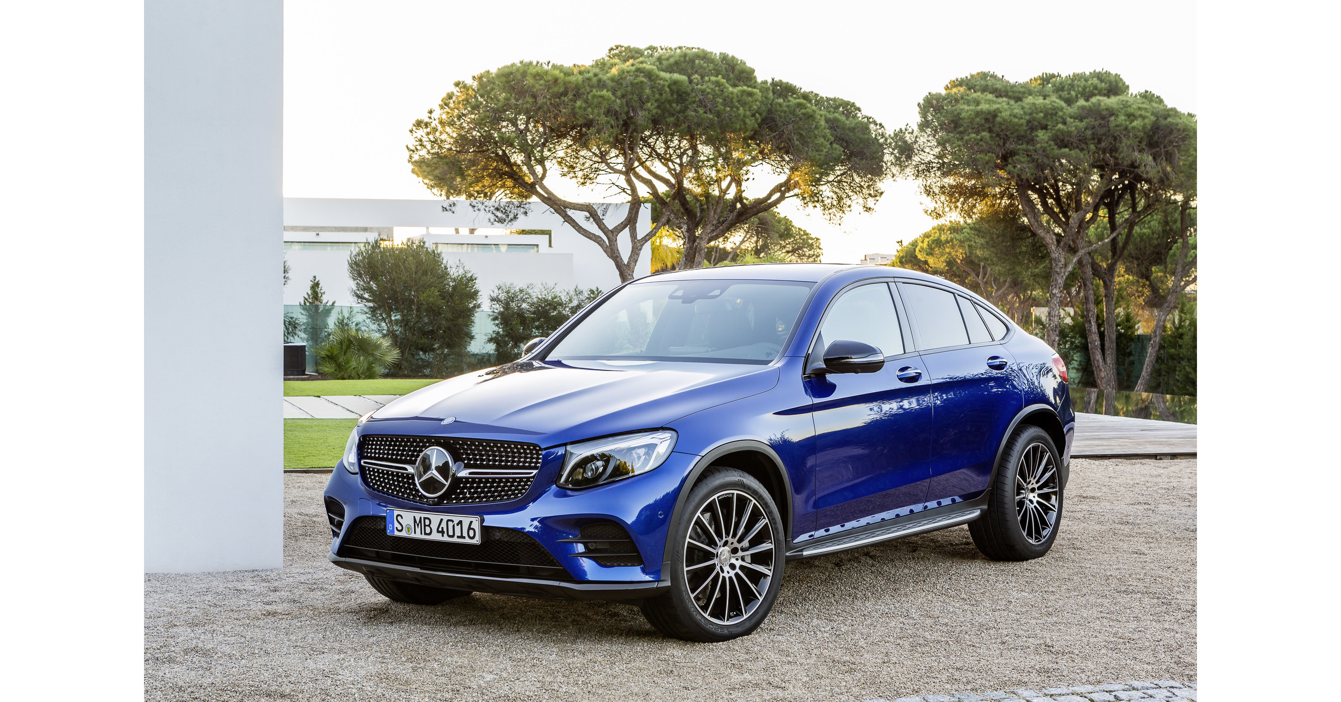 Mercedes Benz Suv >> CNW | Mercedes-Benz Canada maintains steady year-to-date ...