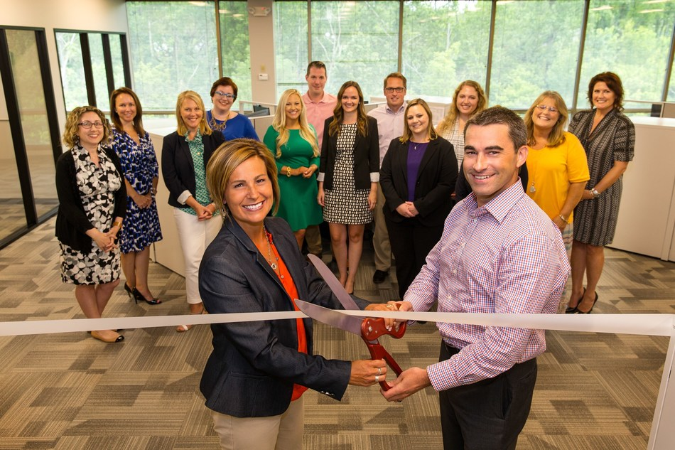 Chief Marketing Officer Tammy Nelson (front left) and Chief Executive Officer Terrence McLean (front right) celebrate the grand opening of SageSure Insurance Managers' new Cincinnati marketing and sales office.