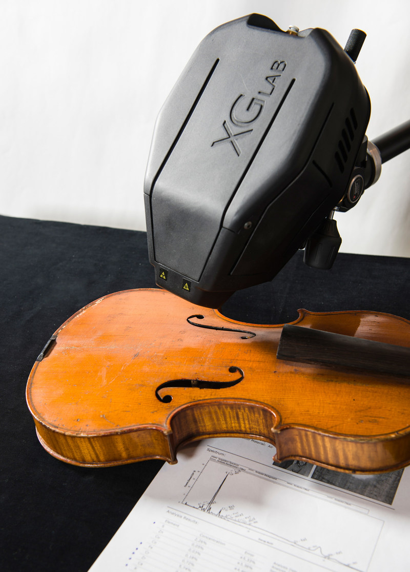 ELIO XRF analyzer used to investigate a Stradivari violin