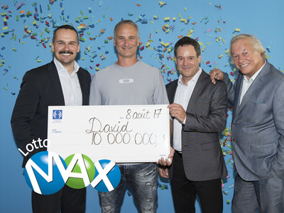 Patrice Lavoie, Corporate Director, Public Affairs, Press Relations and Social Media at Loto-Québec, David Beaudry, the winner, Richard Trudel, Director of Customer Service and Draws at Loto-Québec, and Yves Corbeil (CNW Group/Loto-Québec)