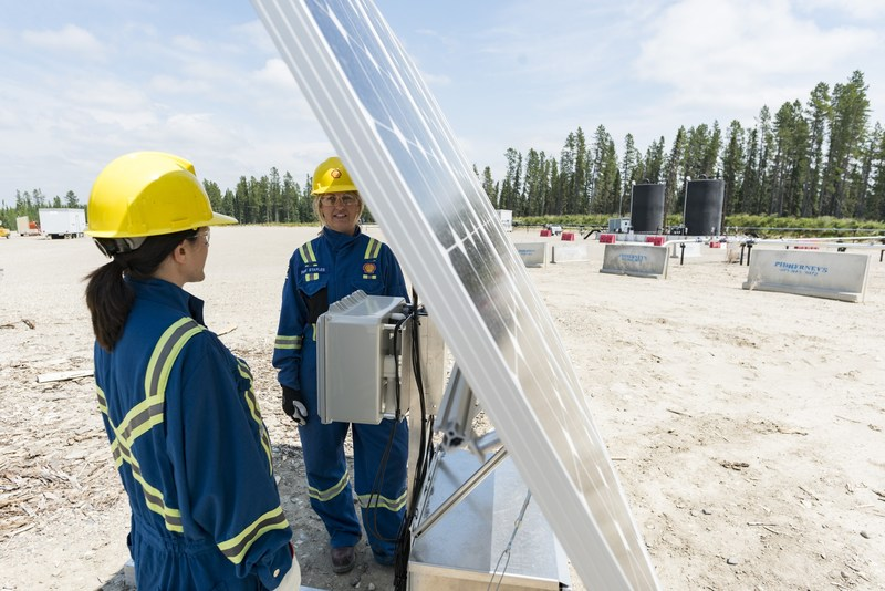 Pilot testing new methane detection technology at Shell shale gas site (photo credit: Shell/Ian Jackson) (CNW Group/Shell Canada Limited)