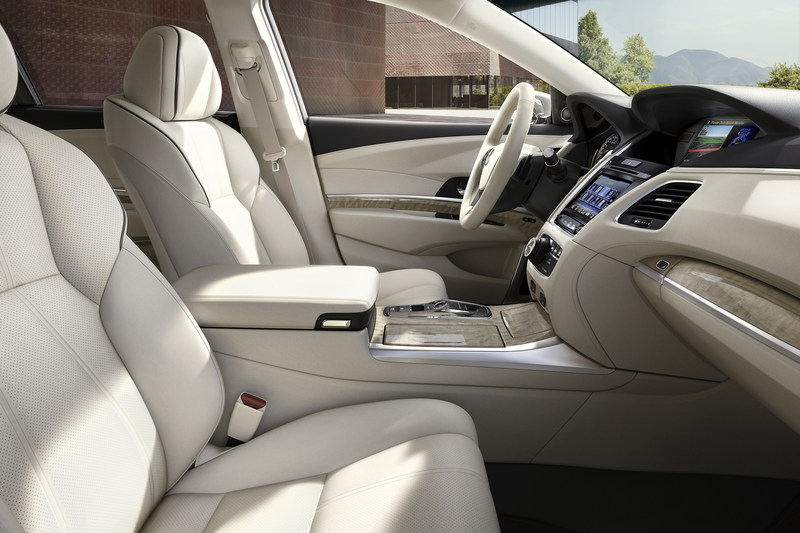 The 2018 Acura RLX Sport Hybrid interior receives upgraded materials and touchpoints including a completely redesigned seat featuring high-contrast piping and stitching, as well as a new Sea Coast leather steering wheel option, adding sophistication to an interior with class-leading space and comfort.
