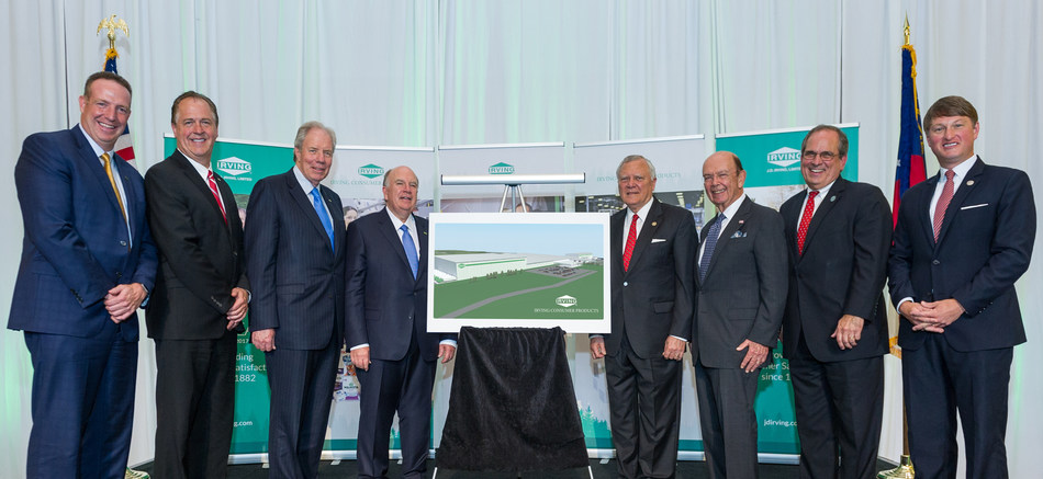 Pictured with the rendering of the new Irving Consumer Products plant in Macon, Georgia, from left to right are: Vice President U.S. Business Operations, Bill Hart; General Manager, Irving Consumer Products, Tim Baade; Co-Chief Executive Officer of J.D. Irving, Limited, James D. Irving; Co-Chief Executive Officer of J.D. Irving, Limited and President of Irving Consumer Products, Robert K. Irving; Governor of the State of Georgia, Nathan Deal; U.S. Secretary of Commerce, Wilbur Ross, Mayor of Macon-Bibb, Robert Reichert; Commissioner, Georgia Economic Development Commission, Pat Wilson. (CNW Group/Irving Consumer Products)