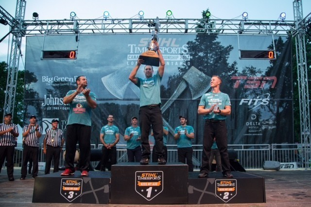 Mitch Hewitt raises the STIHL TIMBERSPORTS Peter Colliver Trophy after being titled the Canadian Champion. (CNW Group/STIHL TIMBERSPORTS)