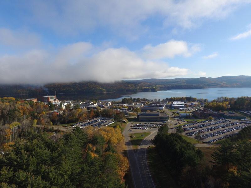Les Laboratoires Nucléaires Canadiens (LNC), principal organisme de science et de technologie nucléaires du Canada, a accueilli aujourd'hui Mme Martine Ouellet, chef du Bloc Québécois, à leurs Laboratoires de Chalk River. (Groupe CNW/Laboratoires Nucléaires Canadiens)