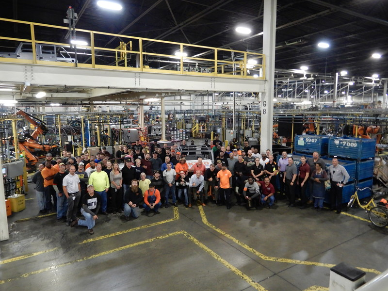 KTPO Team Celebrate production of 2 million Jeep Wranglers body-in-white (CNW Group/KUKA Systems North America LLC)