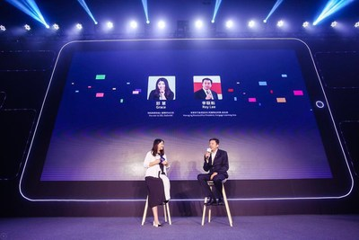 Grace Zhi, the CEO of DaDaABC Exchanges Opinions with Roy Lee, the Managing Director and Vice President of Cengage Learning Asia