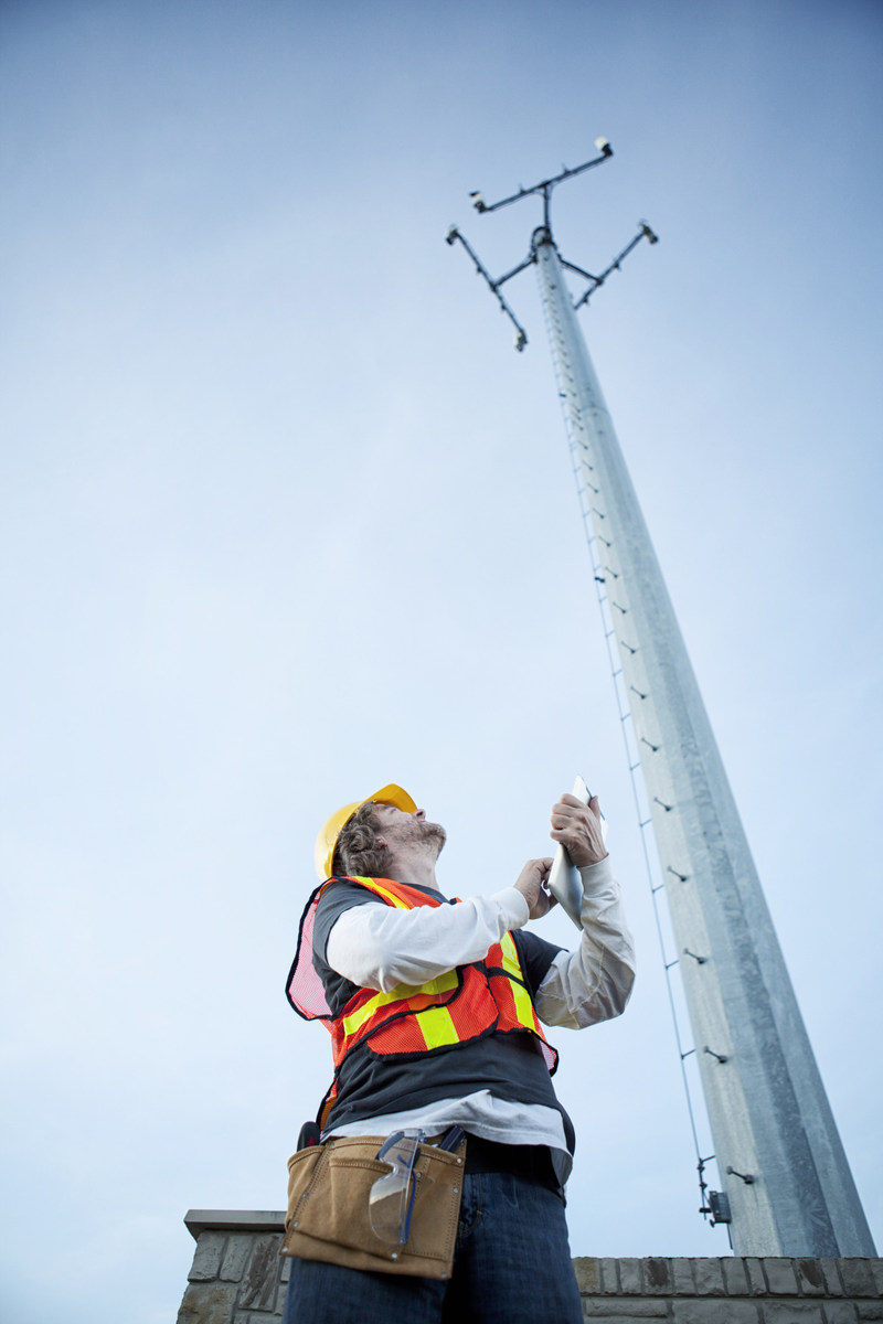 AT&T expands their 4G LTE network in Huntington by adding a new cell tower to give customers a faster and more reliable network connection.