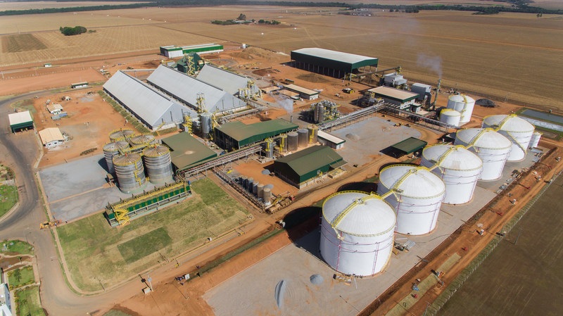 FS Bioenergia is the first corn-only ethanol production facility in Brazil. The landmark $115 million plant is an international collaboration between U.S.-based Summit Agricultural Group and Brazilian agribusiness Fiagril. FS Bioenergia will help meet Brazil's growing ethanol needs and introduce new feed options to its livestock industry.
