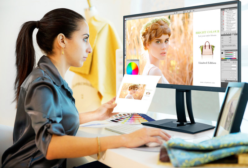 Stunning 4K Ultra HD Resolution - Displaying more than 8 million pixels with a high pixel density, the ViewSonic VP2785-4K Ultra HD 3840x2160 monitor delivers the ultimate in image detail and clarity for stunning, lifelike images. (CNW Group/ViewSonic)