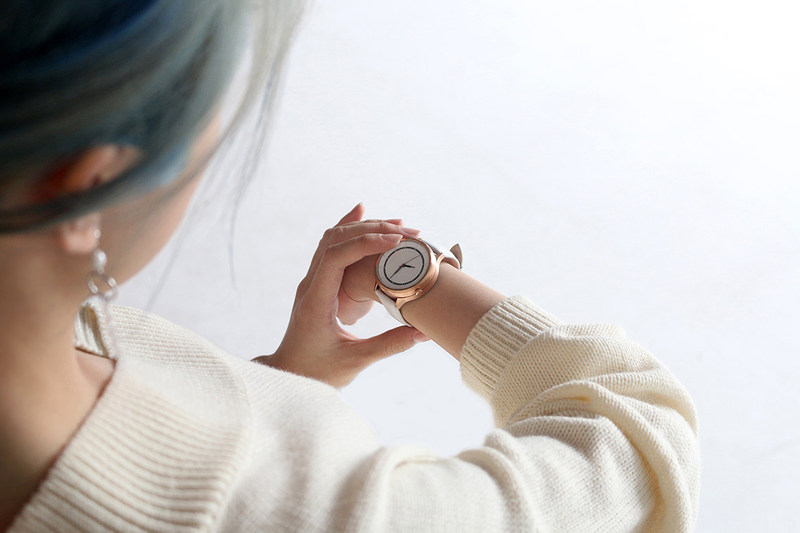 Carah, a real analogue watch with smart capabilities and a built-in SOS safety alert, launches on Kickstarter today for a campaign that will last 30 days.