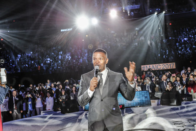 Jamie Foxx during his 30+ minute musical set that paid tribute to the company's 25 years of entrepreneurial success.