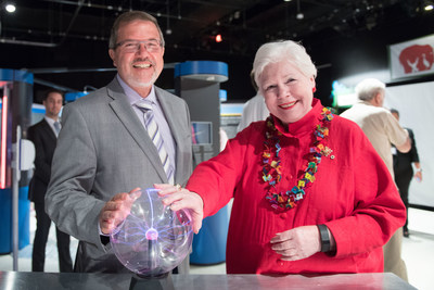 It's electrifying! The Honourable Elizabeth Dowdeswell, Lieutenant Governor of Ontario, and Maurice Bitran, CEO and Chief Science Officer, Ontario Science Centre, delve into the fascinating field of theoretical physics – from the cosmic speed limit to the black holes – at the Power of Ideas exhibition. Co-created by the Science Centre and the Perimeter Institute, this immersive travelling exhibition is making its way across the country, stopping at the Science Centre until August 31, 2017. (CNW Group/Ontario Science Centre)