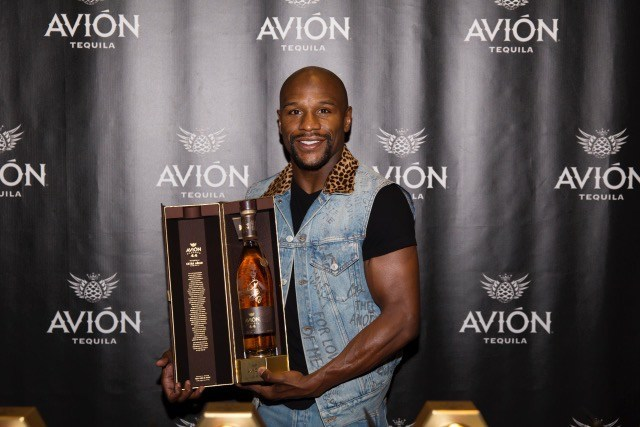 Floyd Mayweather Jr. Celebrates Upcoming 50th Professional Fight, Joining Tequila Avión to Sign Commemorative Bottles of Avión Reserva 44 Extra Añejo.