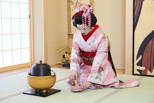 Geisha tea ceremony at Maikoya Osaka