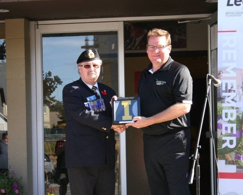 L to R: Norm Scott, President of Royal Canadian Legion branch #91 Prince Edward, Victoria; Frazer Hadwin, Senior Manager of Special Projects of the Toronto 2017 Invictus Games (CNW Group/The Royal Canadian Legion Dominion Command)