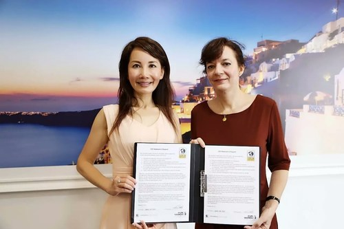 Ctrip CEO Jane Jie Sun (left) signed the WEPs statement in the presence UN Women China officer Julia Broussard.
